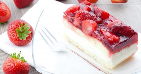 Торт с клубникой: изумительный весенний десерт