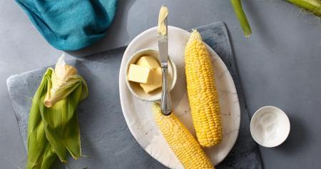 Кукуруза в микроволновке: 3 быстрых рецепта
